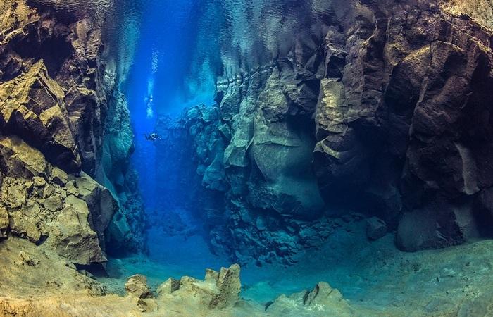 Под водой: движение тектонических плит.