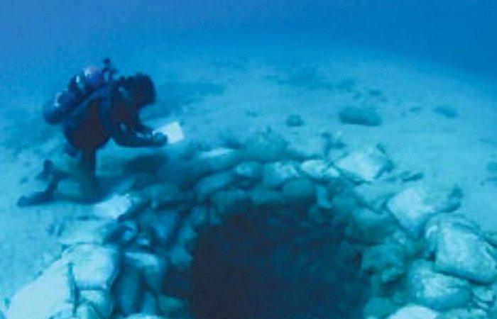 Под водой: руины Атлит Ям.