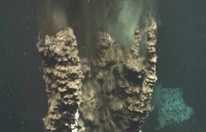 Под водой: черные курильщики.