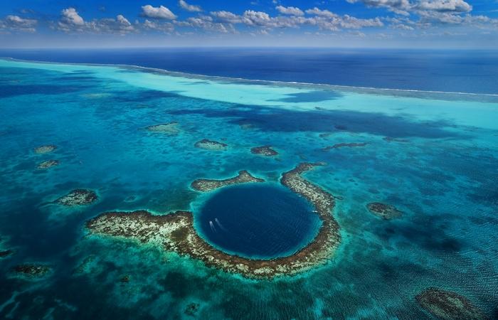 Под водой: Большая Голубая дыра.