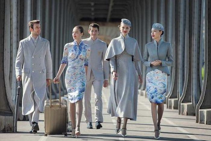 Униформа сотрудников «Hainan Airlines».
