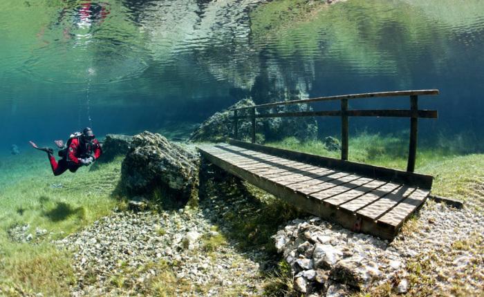 Под водой можно найти остатки парка.