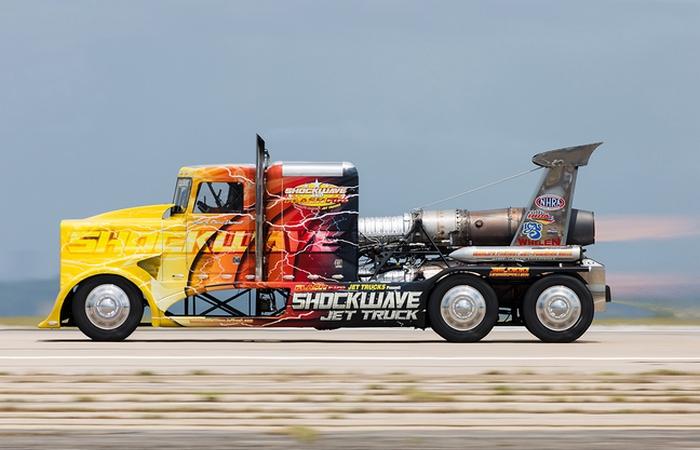Супермашина: Shockwave Jet Truck.