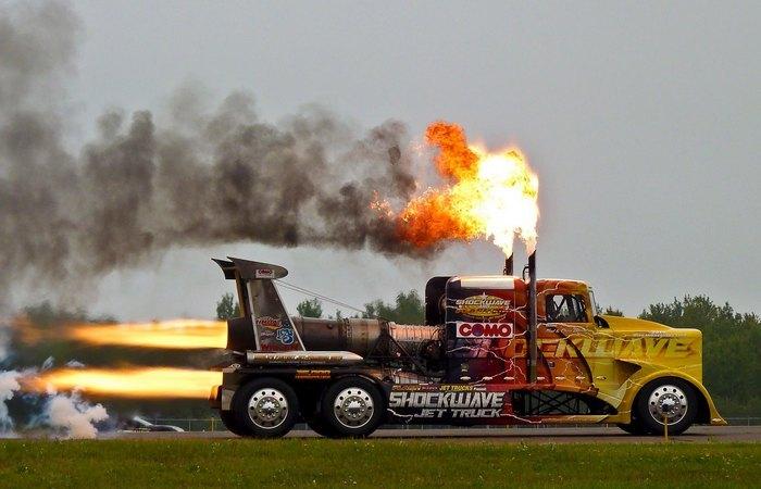 Реактивный грузовик Shockwave.