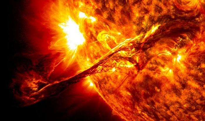 Интересный факт о Вселенной: 170 000 лет и 8 минут.
