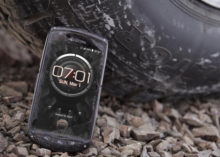 Крепкая вещь: мобильный телефон Kyocera Torque.