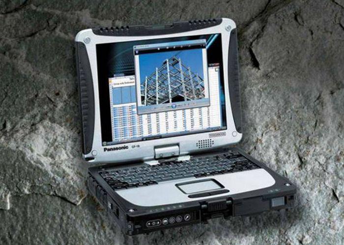 Крепкая вещь: ноутбук Panasonic.