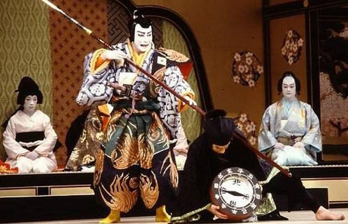 Интересный факт: кабуки создан женщиной, переодетой в мужчину.