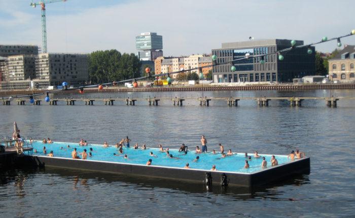 Плавучий бассейн.