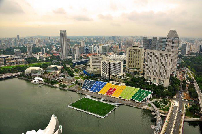 Плавучий стадион.