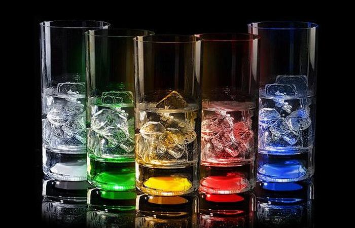 Светящиеся стаканы.