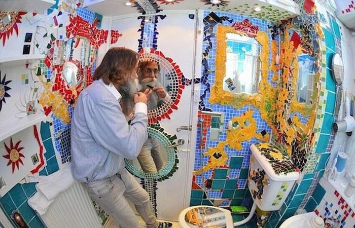 Необычная домашняя мозаика в стиле Гауди.