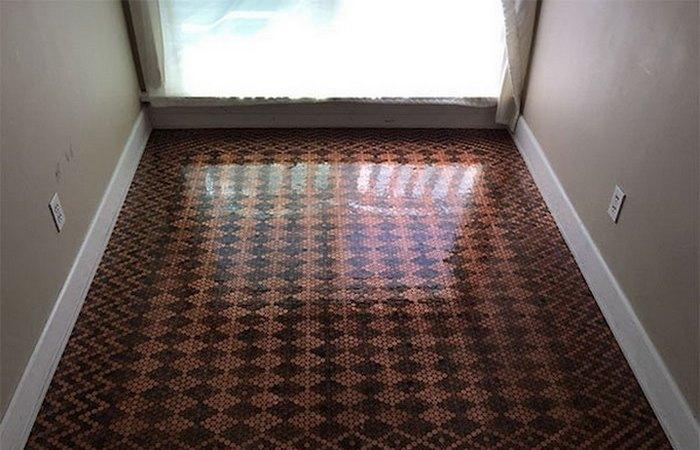 Необычная домашняя мозаика: пол из монеток.