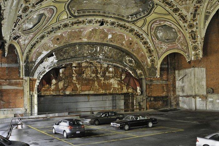Парковка Michigan Theatre.