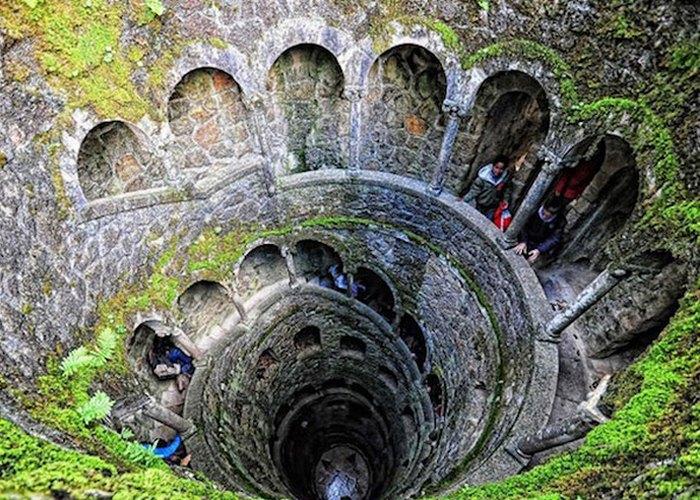 Необычная лестница в Кинта да Регалейра.