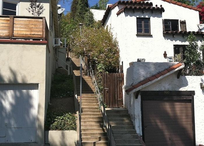Необычная лестница на холме в Лос-Анджелесе.
