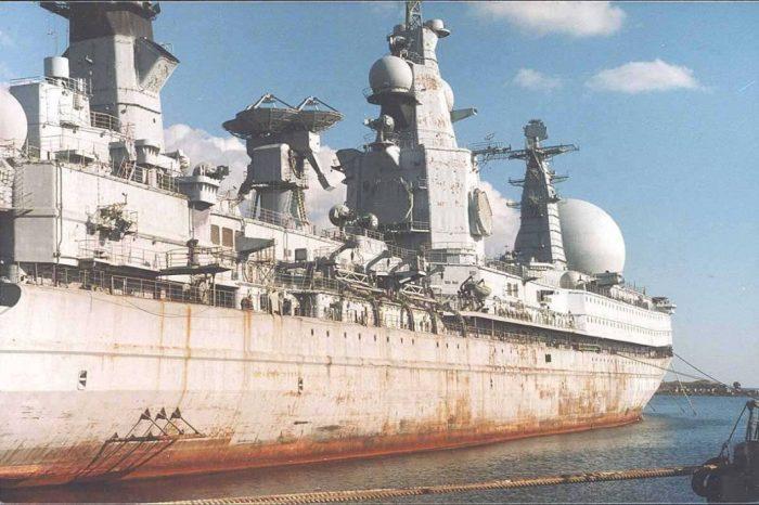 Огромный корабль.