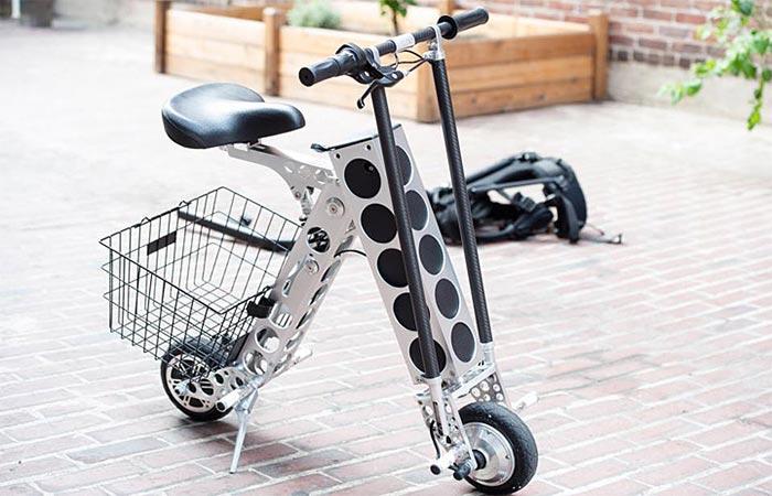 Скутер из углеродного волокна.