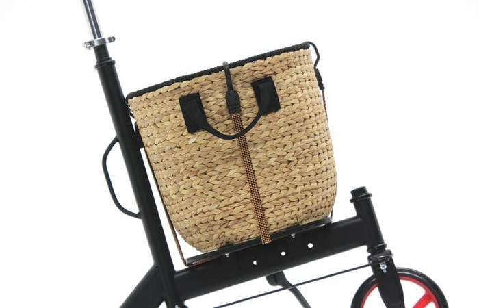 Вместо большого багажника, Urban оснащен стойками 30 х 30 см.