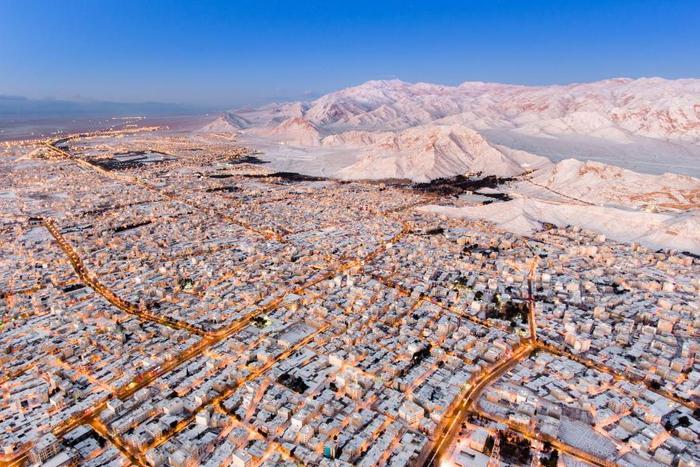 Город Шахруд - между лесом и пустыней.