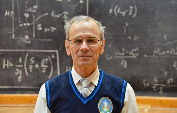Человек, который перенес уроки  физики в интернет.