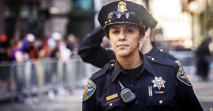 Все полицейские - офицеры. |Фото: russianamerica.tv.