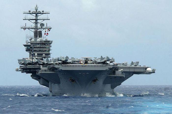 Авианосец Нимиц ВМФ США.