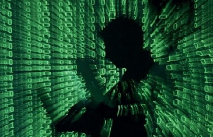 Вирусы и хакеры.