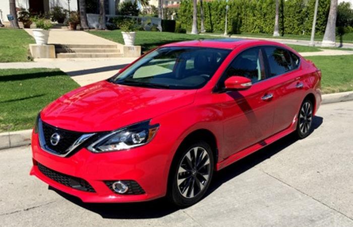 Автомобиль Nissan Sentra.