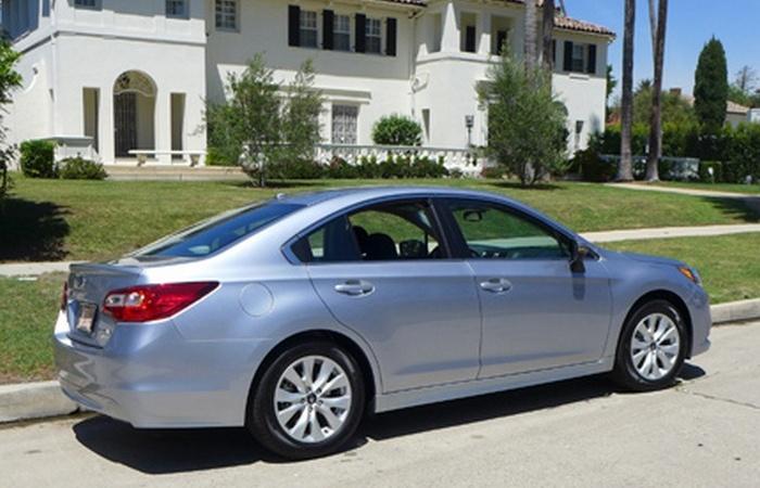 Автомобиль Subaru Legacy 2.5i Premium.