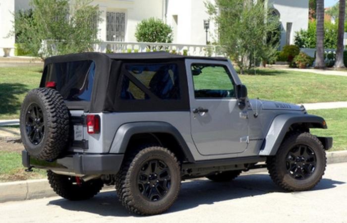 Автомобиль Jeep Wrangler Willys Wheeler.