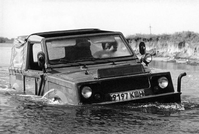 «Нива» амфибия - ВАЗ-2122 «Река».