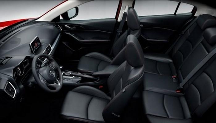 Автомобиль Mazda3.
