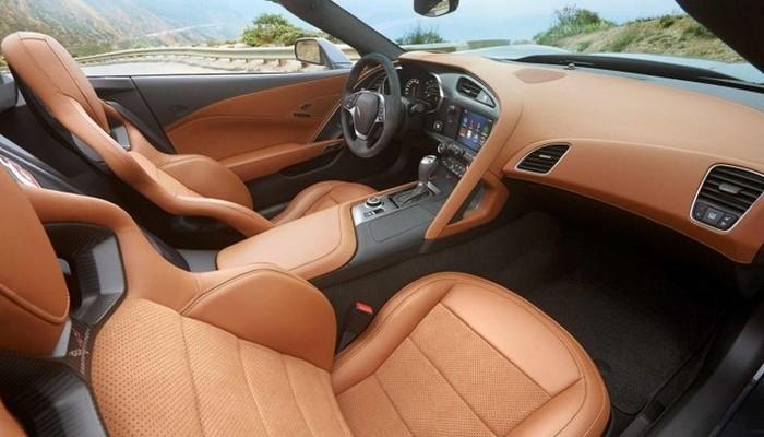 Автомобиль Corvette Stingray.