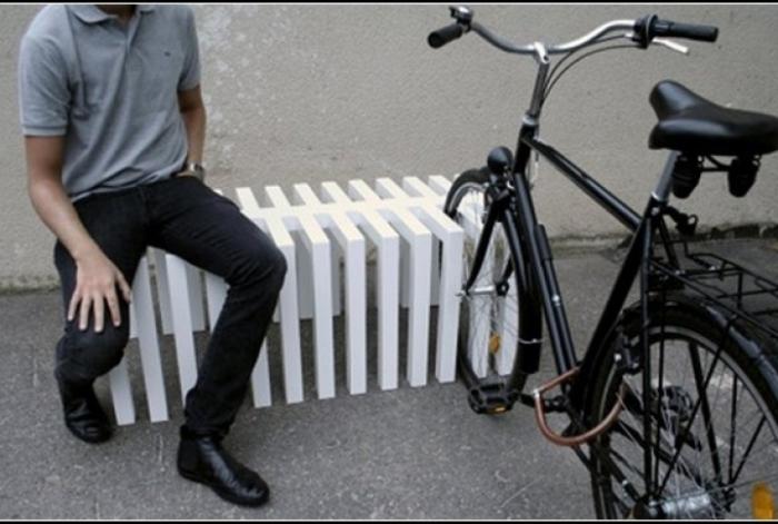 Велопарковка-скамейка.