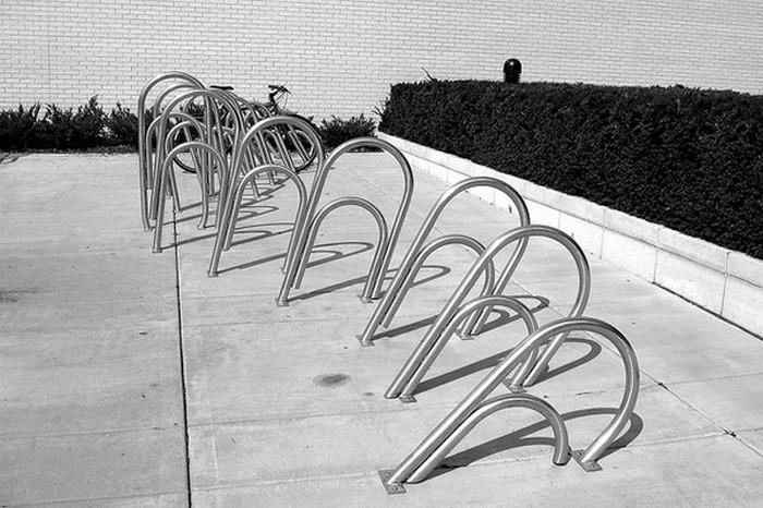 Велопарковка-скрепка.