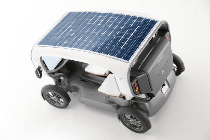 Солнечные  батареи на крыше.