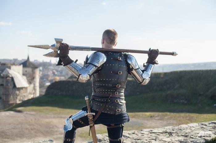 Сколько на самом деле весила средневековая алебарда, которой лихо размахивали воины