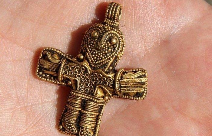 Древнее распятие викингов.