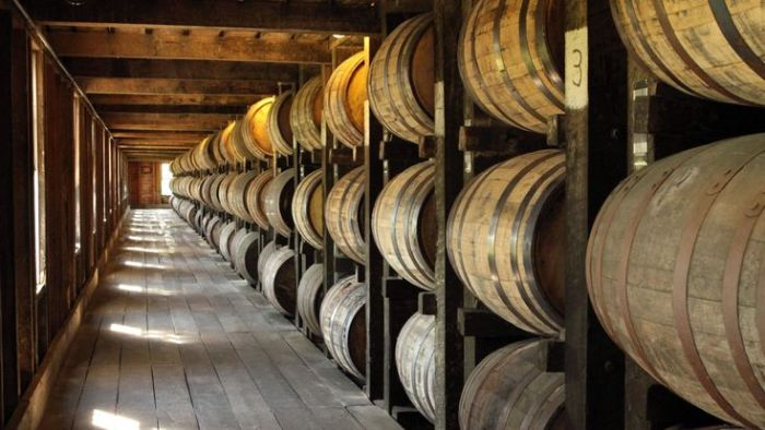 Спиртное по-разному хранят. |Фото: bourboncountry.com.