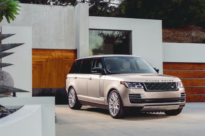 Отличный автомобиль Range Rover SVAutobiography LWB.