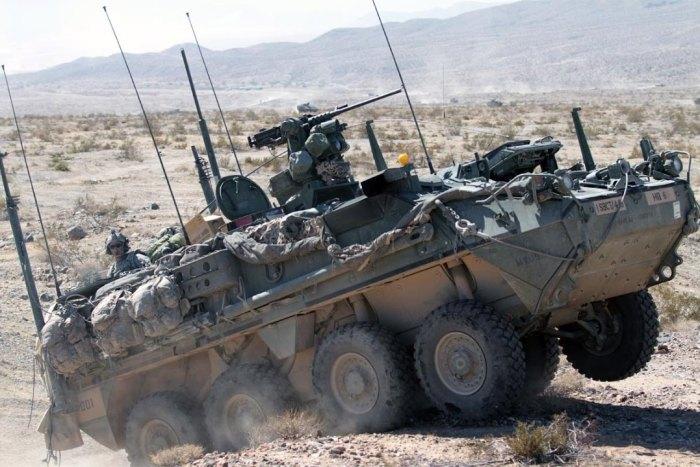 Бронетранспортер IAV Stryker.