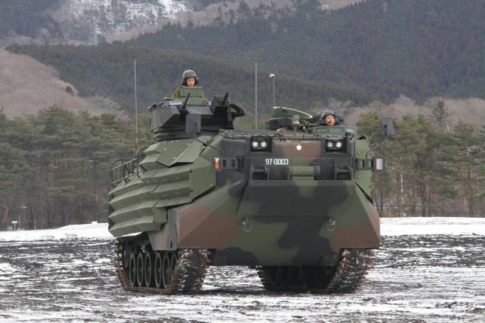 Десантная машина-амфибия AAV-7.