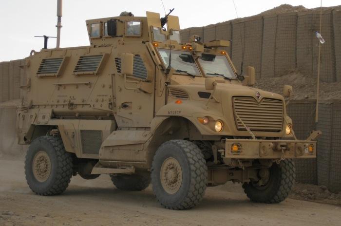 Cпециализированный бронетранспортер International MaxxPro Dash.