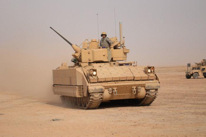 Бронетранспортёр Bradley Fighting Vehicle.