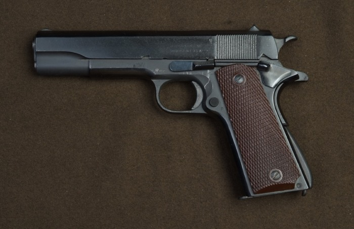 Кольт 1911 года - тоже 45 калибр. |Фото: guns.allzip.org.
