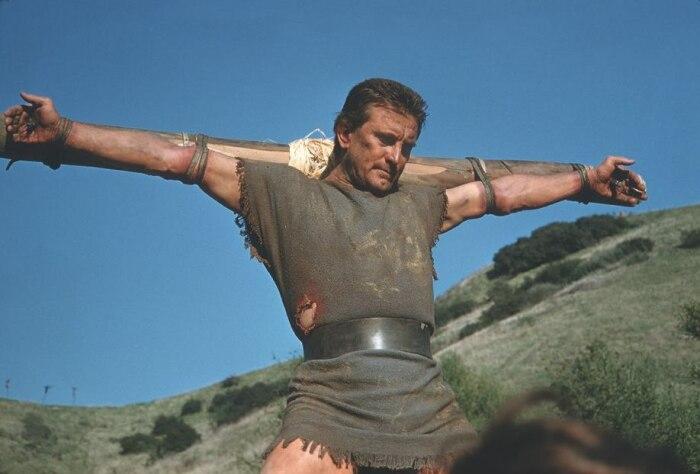 Почему непрофессиональное войско Спартака из рабов смогло громить римские легионы