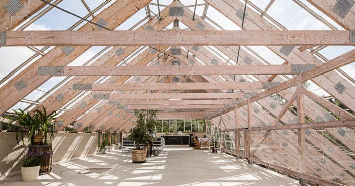 Под крышей так хорошо, что появилась даже зона отдыха.