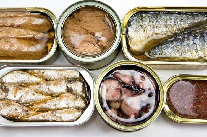 Большая часть морепродуктов - консервы. |Фото: rospotrebnadzor.ru.
