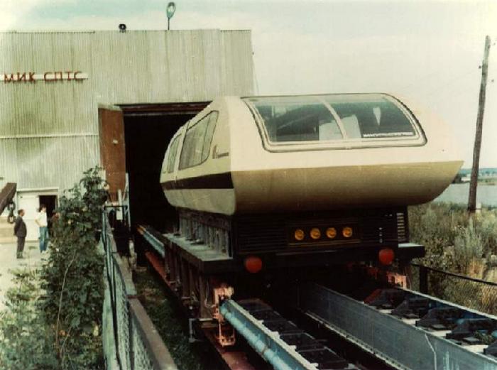 Поезд на магнитной подушке TA-05.